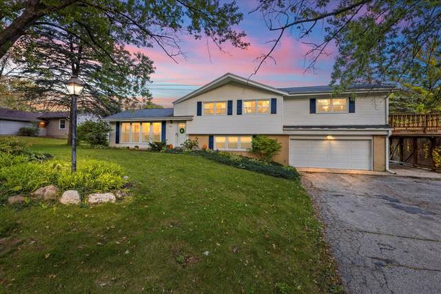 5210 S Mars Dr, New Berlin, WI 53146 (#1768255) :: RE/MAX Service First