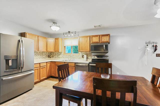420 Amparo St, Elkhorn, WI 53121 (#1768283) :: Re/Max Leading Edge, The Fabiano Group
