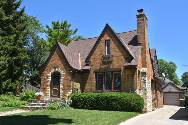2452 N 62nd St, Wauwatosa, WI 53213 (#1768292) :: Re/Max Leading Edge, The Fabiano Group