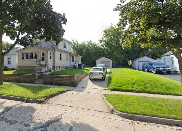 429 S 90th St, Milwaukee, WI 53214 (#1768304) :: RE/MAX Service First