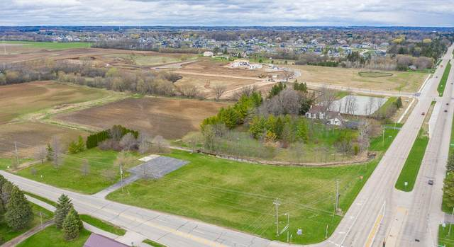 7626 W Donges Bay Rd, Mequon, WI 53097 (#1768385) :: Tom Didier Real Estate Team