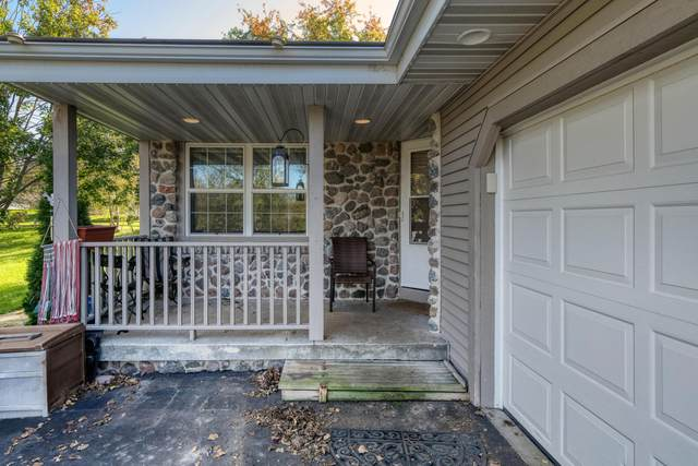 545 Mcarthur Rd, Theresa, WI 53091 (#1768450) :: RE/MAX Service First