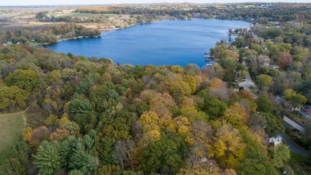 1571 Lake Dr, Richfield, WI 53033 (#1768599) :: RE/MAX Service First