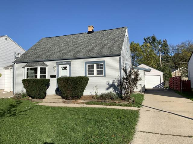 1000 S 111th Pl, West Allis, WI 53214 (#1768603) :: RE/MAX Service First