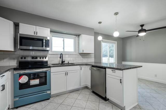 4201 55th Ave, Kenosha, WI 53144 (#1768627) :: RE/MAX Service First