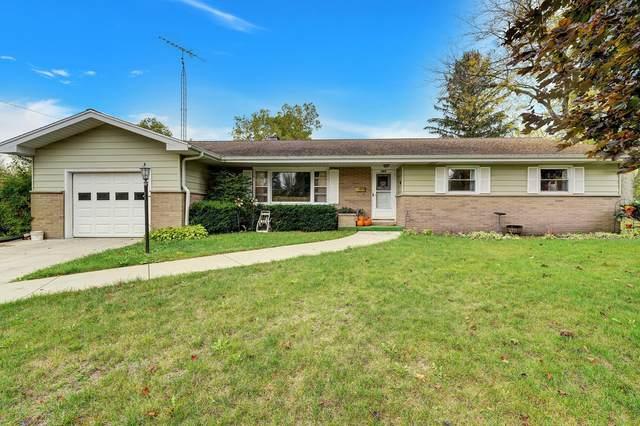 629 W Greenfield St, Elkhorn, WI 53121 (#1768641) :: Keller Williams Realty - Milwaukee Southwest