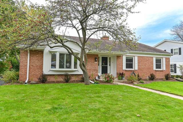 12551 N Jacqueline Ct, Mequon, WI 53092 (#1768691) :: Tom Didier Real Estate Team