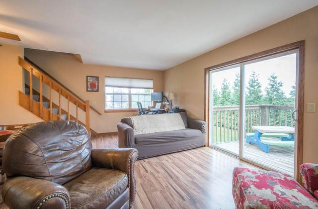 1019 E Woodview Ct #1, Slinger, WI 53086 (#1768696) :: RE/MAX Service First