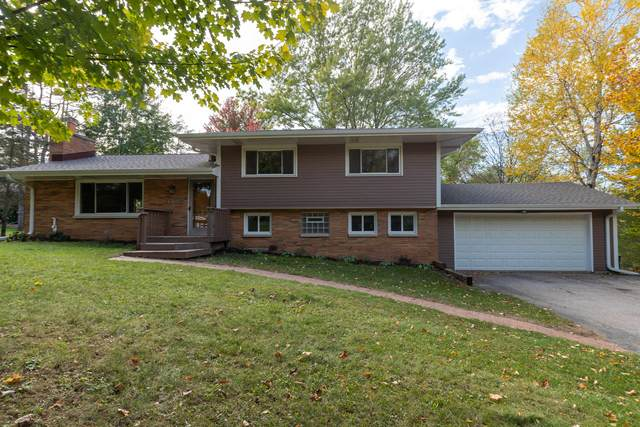 1385 Hickory Hill Ln, Brookfield, WI 53045 (#1768765) :: Keller Williams Realty - Milwaukee Southwest
