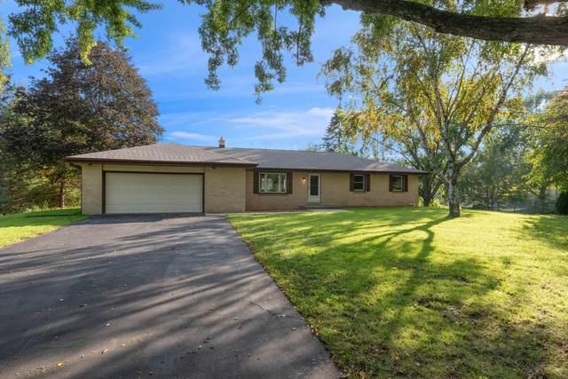 8527 Dawn View Ln, Cedarburg, WI 53012 (#1768788) :: Tom Didier Real Estate Team