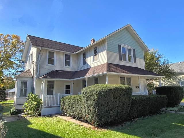 351 W South St A, Oconomowoc, WI 53066 (#1768797) :: Ben Bartolazzi Real Estate Inc