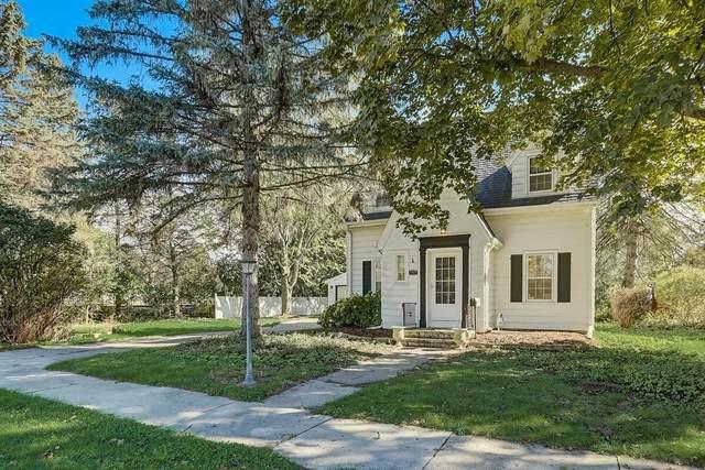 133 S Maple St, Oconomowoc, WI 53066 (#1768818) :: Ben Bartolazzi Real Estate Inc
