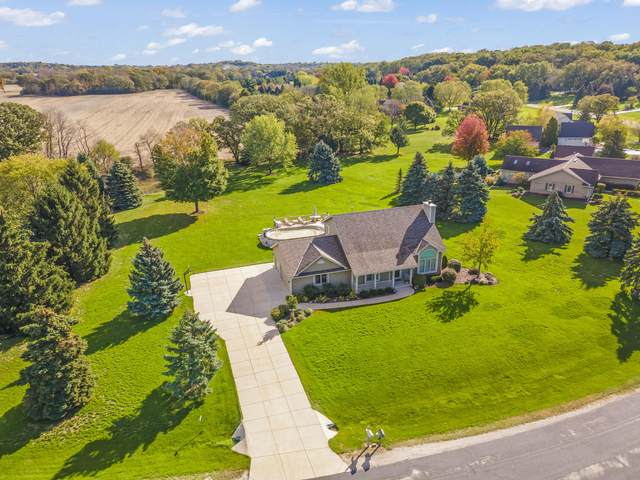 W325S8290 Jericho Rd, Mukwonago, WI 53149 (#1768841) :: RE/MAX Service First