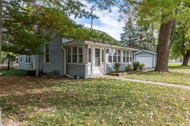 341 Oakton Ave, Pewaukee, WI 53072 (#1768849) :: RE/MAX Service First