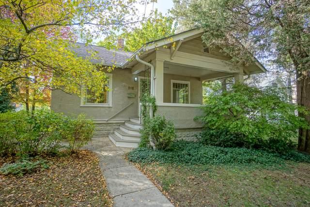 212 Wilbur Ave, Waukesha, WI 53186 (#1769034) :: Tom Didier Real Estate Team