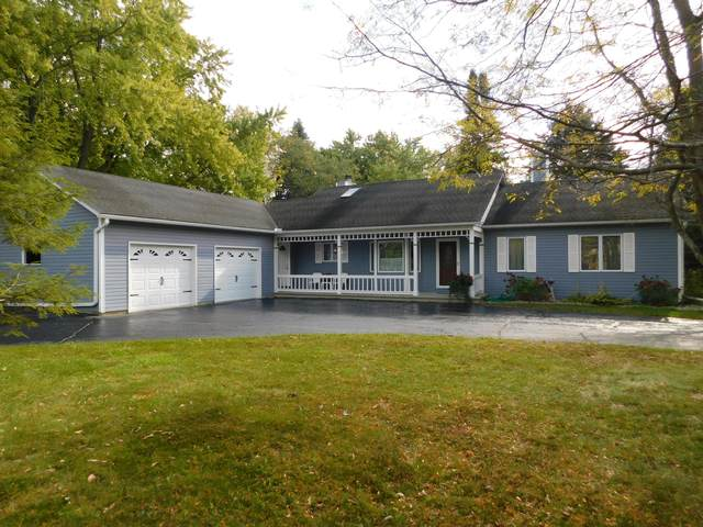 915 Martin Dr, Fredonia, WI 53021 (#1769213) :: EXIT Realty XL