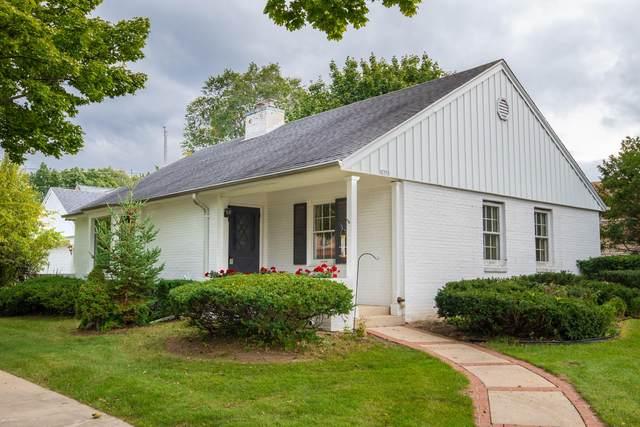 2376 Swan Blvd, Wauwatosa, WI 53226 (#1769228) :: Ben Bartolazzi Real Estate Inc