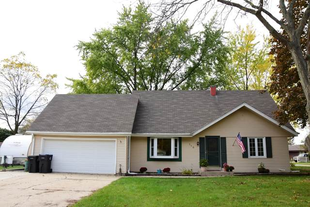118 Willow Dr, Hartland, WI 53029 (#1769231) :: Tom Didier Real Estate Team