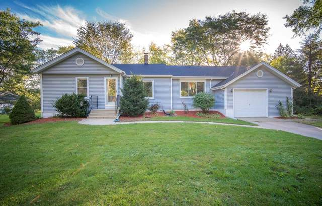 4722 N 106th St, Wauwatosa, WI 53225 (#1769233) :: Tom Didier Real Estate Team