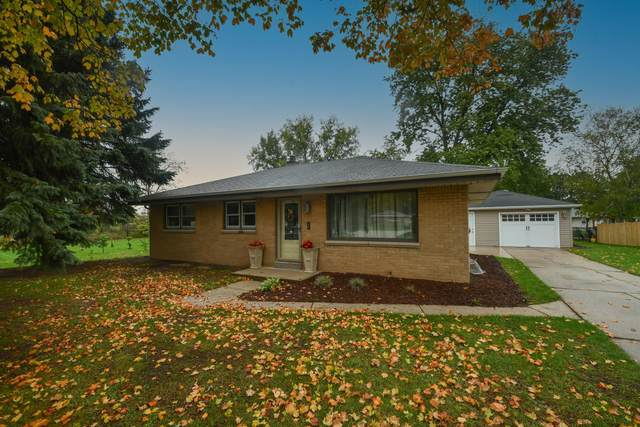 4562 S 62nd St, Greenfield, WI 53220 (#1769429) :: Keller Williams Realty - Milwaukee Southwest