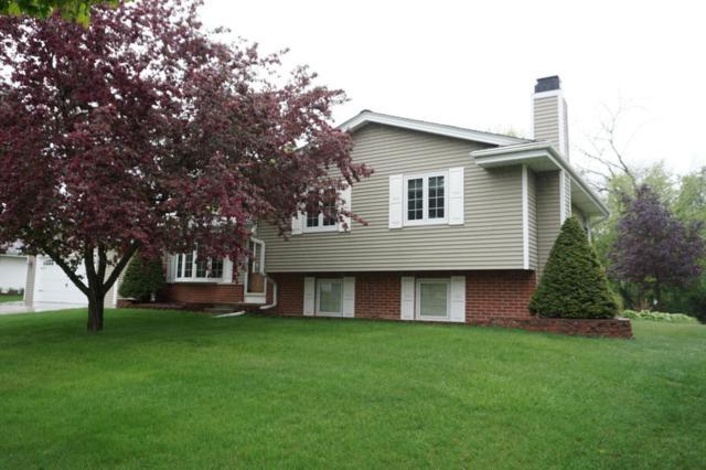 980 Knollwood Dr, Saukville, WI 53080 (#1582563) :: Tom Didier Real Estate Team