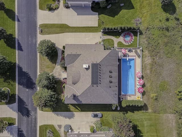 N52W21488 Taylors Woods Dr, Menomonee Falls, WI 53051 (#1606078) :: Vesta Real Estate Advisors LLC