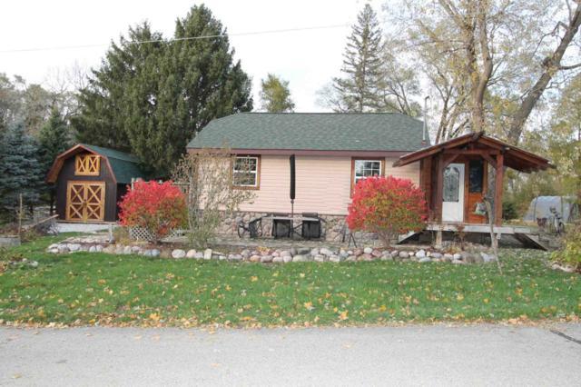 N6185 Crescent Pl, Spring Prairie, WI 53105 (#1613084) :: Tom Didier Real Estate Team