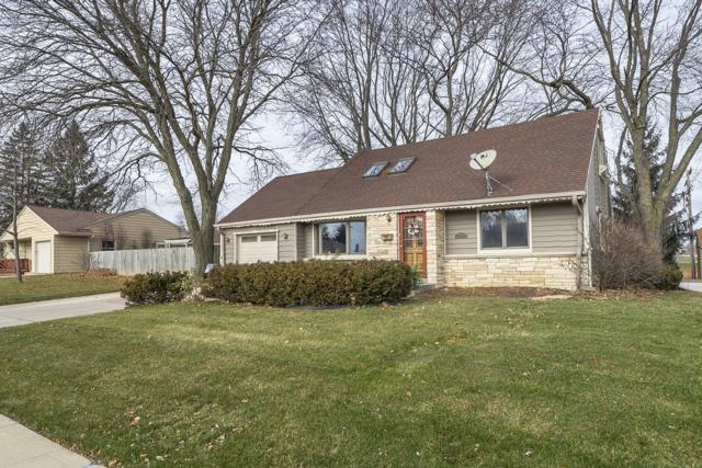 N89W15640 Cleveland Ave, Menomonee Falls, WI 53051 (#1615112) :: Vesta Real Estate Advisors LLC