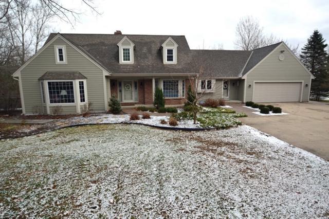 950 Pine Ridge Ct, Cedarburg, WI 53012 (#1615960) :: Tom Didier Real Estate Team