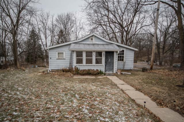 471 Prospect Ave, Pewaukee, WI 53072 (#1616460) :: Vesta Real Estate Advisors LLC