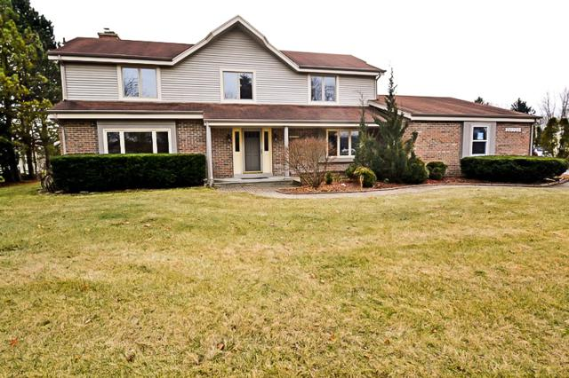 20725 W North Ave, Brookfield, WI 53045 (#1617308) :: eXp Realty LLC