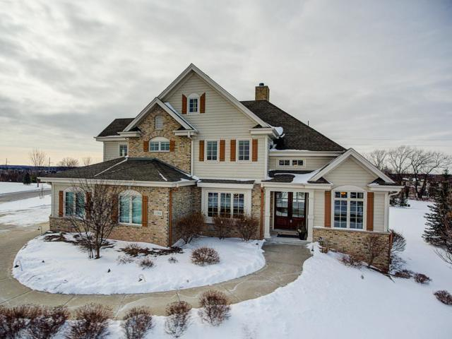 1286 Mary Hill Cir, Hartland, WI 53029 (#1618832) :: Tom Didier Real Estate Team