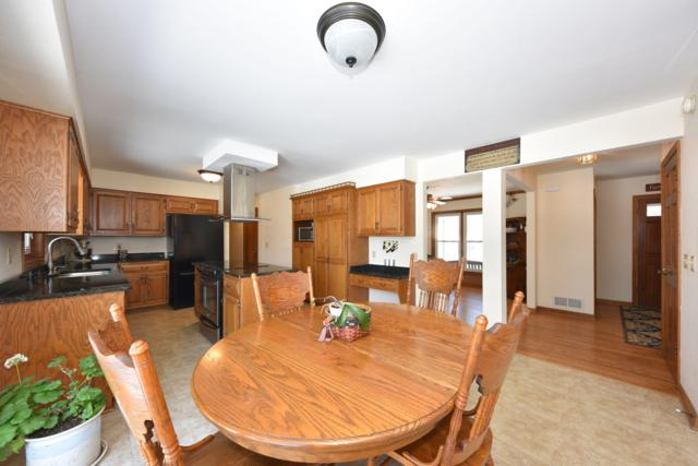 20365 Trenton Ct, Brookfield, WI 53045 (#1623602) :: eXp Realty LLC