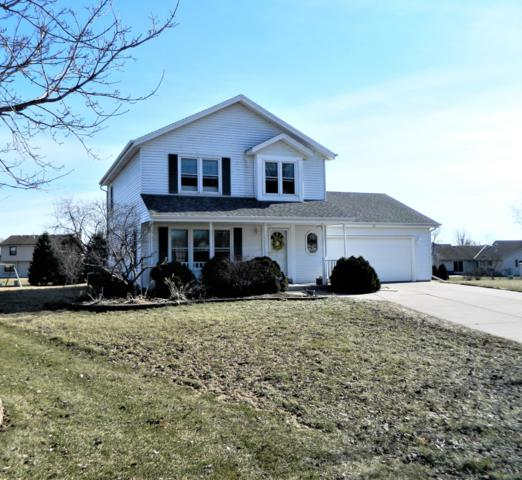 116 Plank Ct, Mukwonago, WI 53149 (#1627267) :: RE/MAX Service First Service First Pros