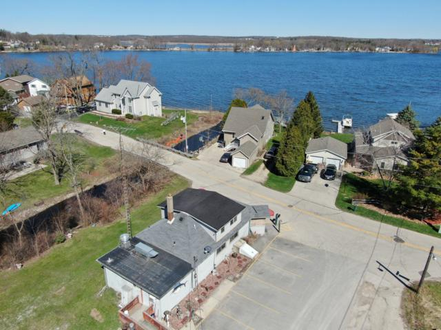 28837 Beach Dr, Waterford, WI 53185 (#1632135) :: Tom Didier Real Estate Team