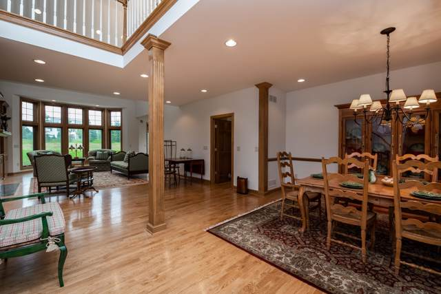 1902 W Hidden Reserve Ct, Mequon, WI 53092 (#1640140) :: Tom Didier Real Estate Team