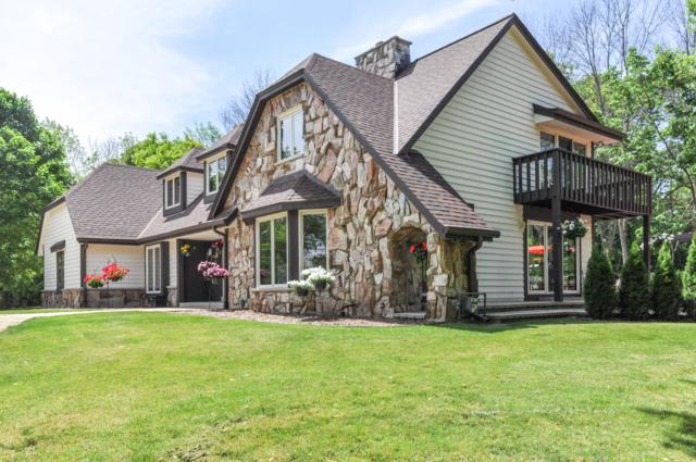 4024 W Freistadt Rd, Mequon, WI 53092 (#1643167) :: Tom Didier Real Estate Team
