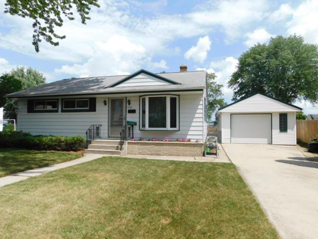 1226 5th Ave, Grafton, WI 53024 (#1647280) :: RE/MAX Service First Service First Pros