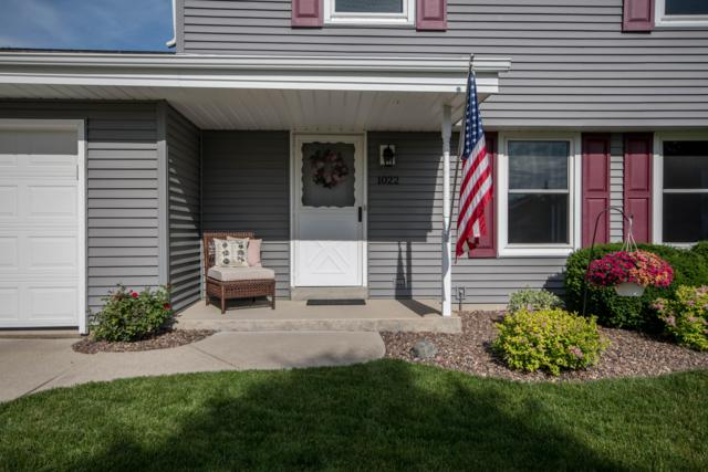 1022 North Shore Dr, Pewaukee, WI 53072 (#1648768) :: RE/MAX Service First Service First Pros