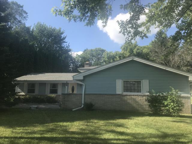 1442 Riverdale, Oconomowoc, WI 53066 (#1648880) :: RE/MAX Service First Service First Pros