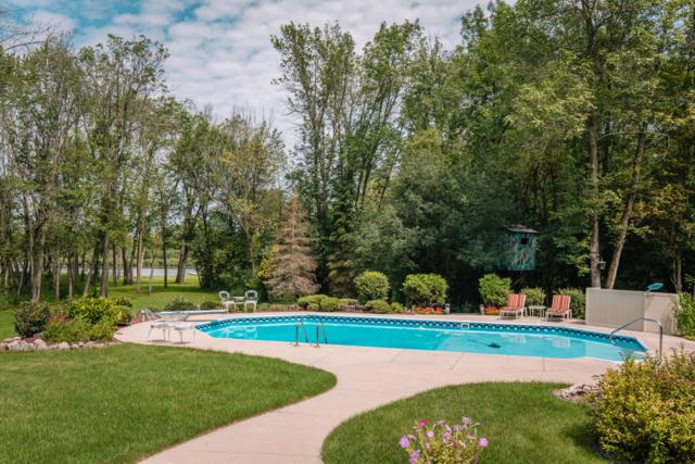 2808 W Riverland Dr, Mequon, WI 53092 (#1653801) :: eXp Realty LLC