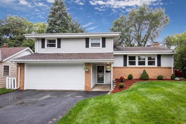 4127 N 92nd St, Wauwatosa, WI 53222 (#1658245) :: RE/MAX Service First Service First Pros