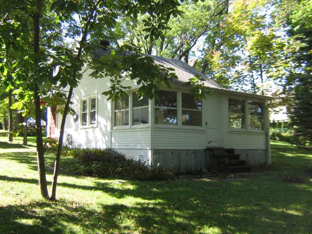 2818 Nagawicka Ave, Delafield, WI 53018 (#1658480) :: RE/MAX Service First Service First Pros