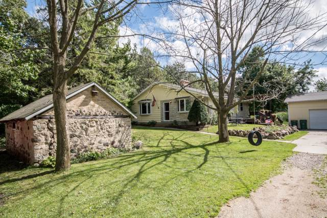 1405 Western Ave, Jackson, WI 53037 (#1658949) :: RE/MAX Service First Service First Pros