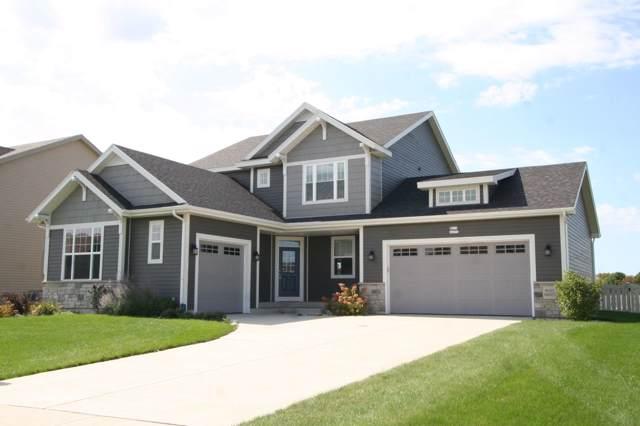 W215N6075 Arbor Ln, Menomonee Falls, WI 53051 (#1660874) :: Tom Didier Real Estate Team