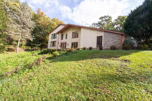 214 Glen Oak Ct, Delafield, WI 53018 (#1662844) :: eXp Realty LLC