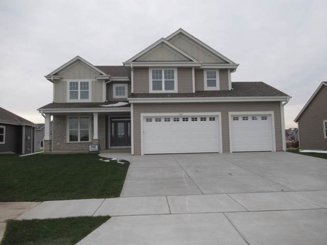 1400 Rosewood Pass, Oconomowoc, WI 53066 (#1664932) :: Tom Didier Real Estate Team