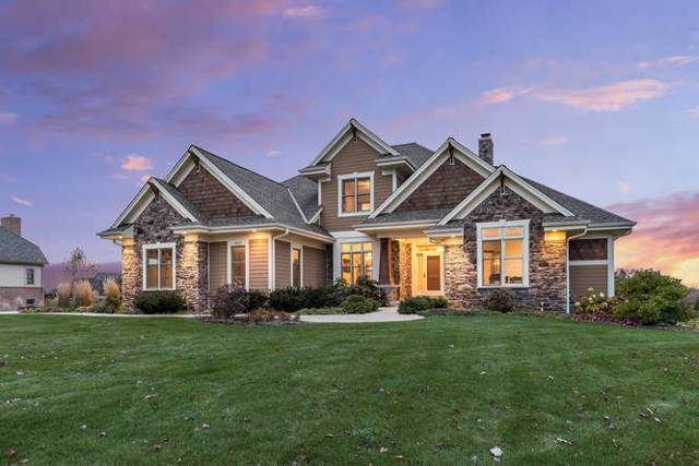 7037 W Oakview Ct, Mequon, WI 53092 (#1664942) :: Tom Didier Real Estate Team