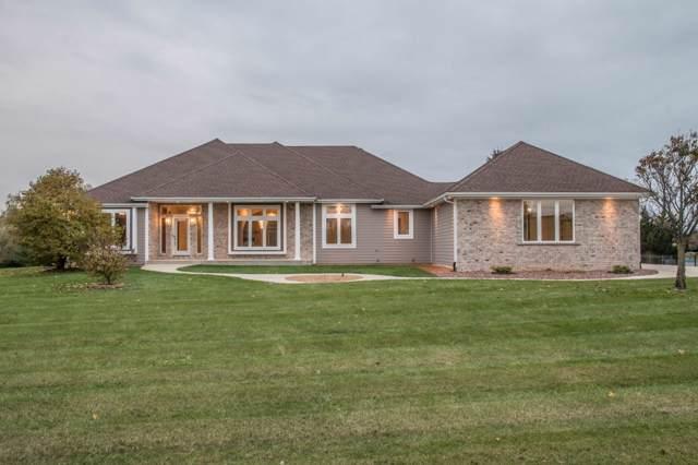 817 Red Oak Dr, Summit, WI 53066 (#1665964) :: Tom Didier Real Estate Team
