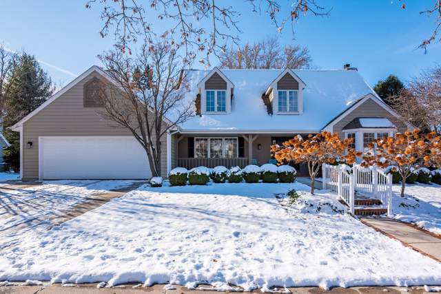 W75N1011 Montgomery Ave, Cedarburg, WI 53012 (#1667332) :: Tom Didier Real Estate Team